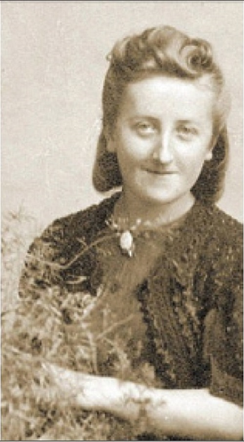 Ein Foto von Maria Koenig, geboren Dudek, aufgenommen in einem Zwangsarbeiterlager während des Zweiten Weltkriegs.